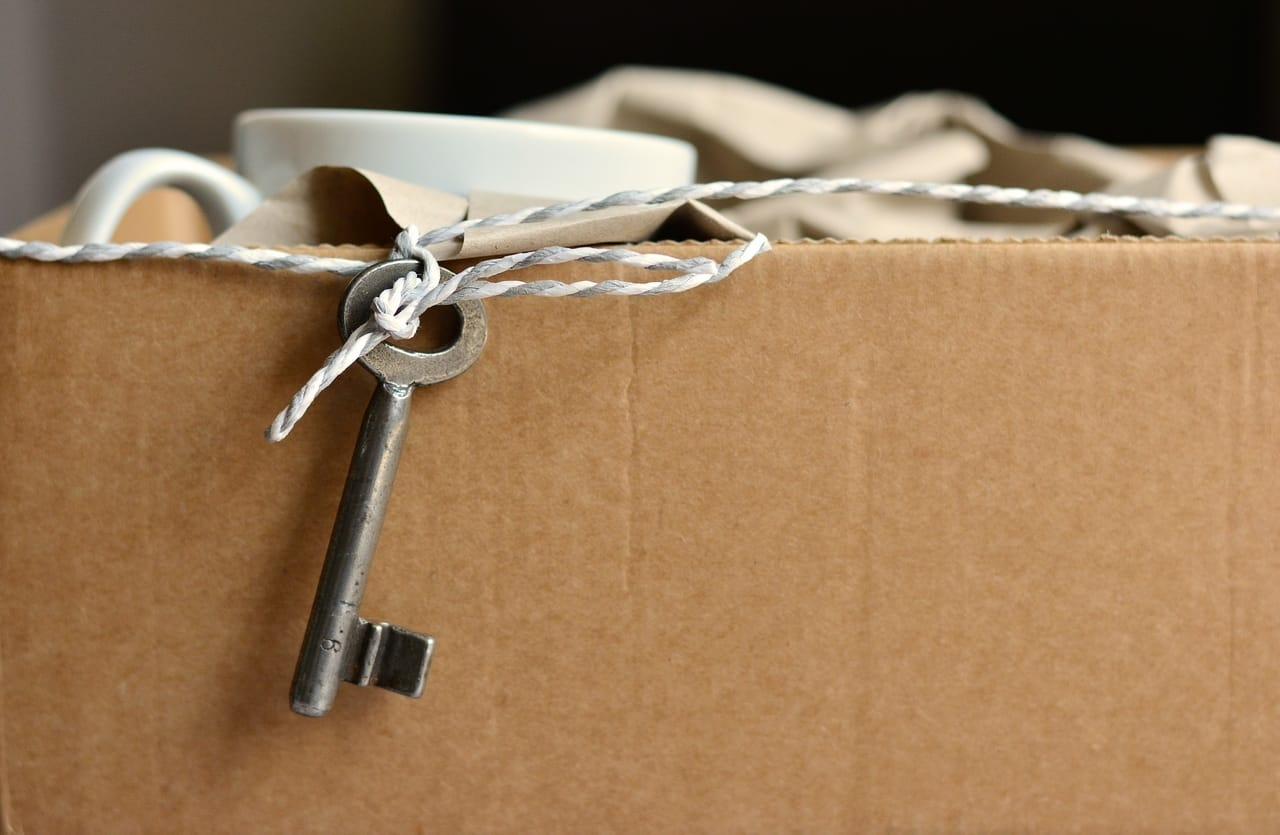 packed-cardboard-box-with-key